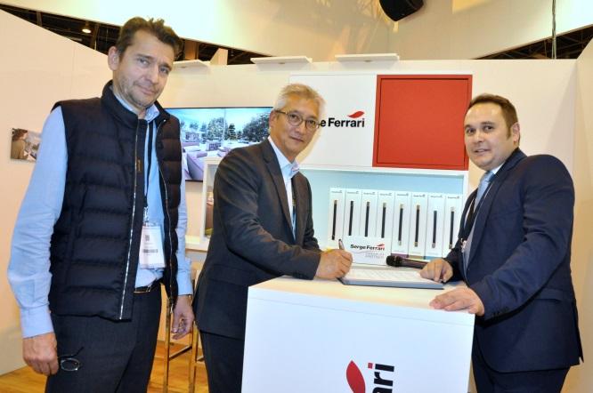 Repar´stores et Serge Ferrari officialisent leur partenariat à l´occasion du salon EquipBaie.